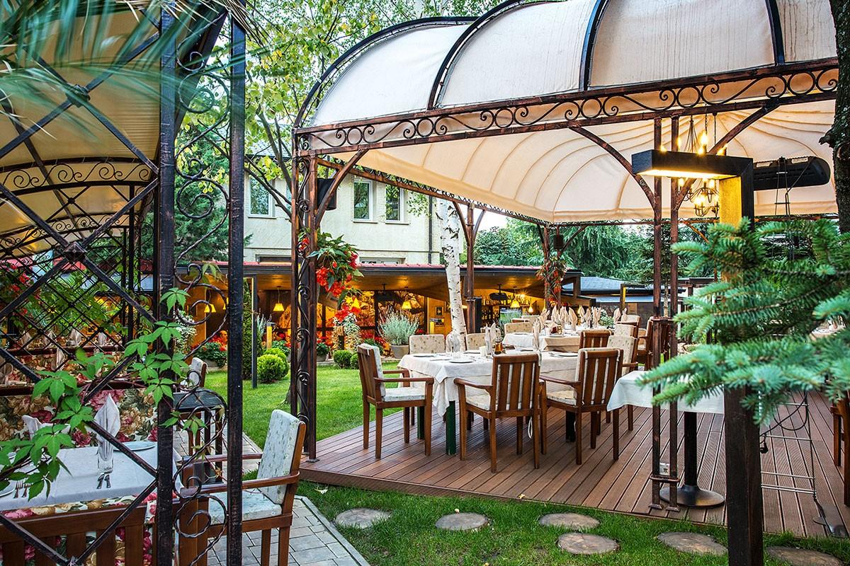 Градина на ресторант Проя